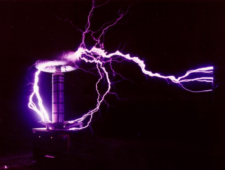How the Tesla Coil Works (Infographic) - Live Science